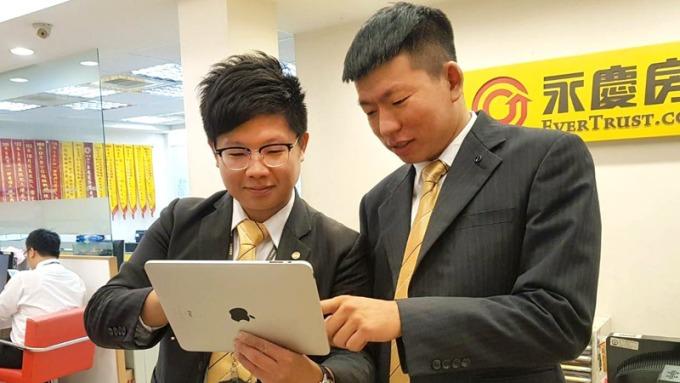 永慶房屋「師徒達人」及團隊文化,幫助每位新人快速上手,成為專業經紀人。