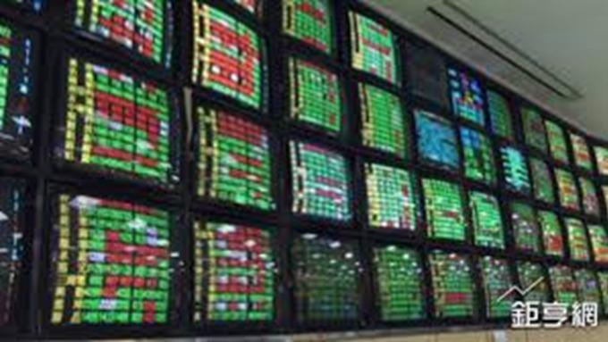 〈台股跌破今年起漲〉台股狂瀉成亞股最重災區 周跌多達500點
