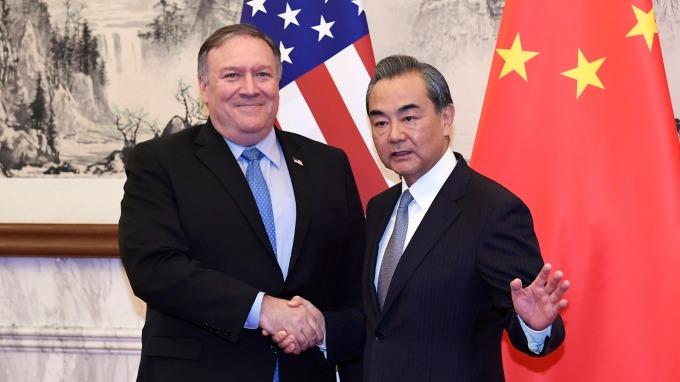 美國國務卿Mike Pompeo與中國外交部長王毅會面,氣氛冰冷。(圖:AFP)