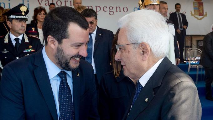 圖:AFP  義大利總統(左)與副總理