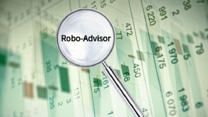 選用機器人理財,建議自設組合與AI配置各半,進行全盤的資產配置規劃。(鉅亨網資料照片)