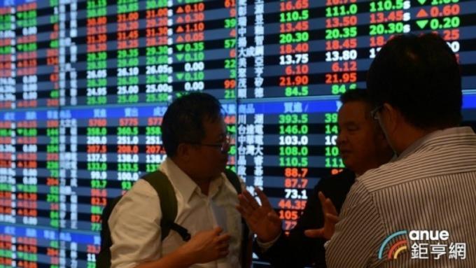 台股止跌 三大法人賣超54.08億元