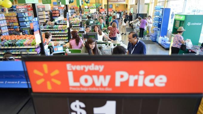 美國民眾在Walmart超市購物情況。(圖:AFP)