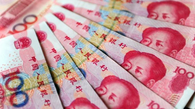 人民幣中間價報6.9098(圖:AFP)