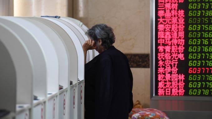 陸股今跌破熔斷底(圖:AFP)