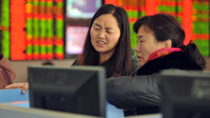 中國股市今日暴跌(圖:AFP)