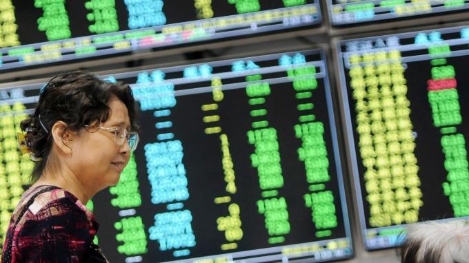 A股全線重挫,分析師認為部分優質類股被錯殺。(圖:AFP)