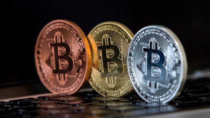 比特幣等加密貨幣,市值大幅下滑。(圖:AFP)