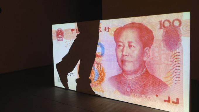 《彭博社》最新調查顯示,中國政府不太可能放手,任由人民幣於今年內貶破7。(圖:AFP)