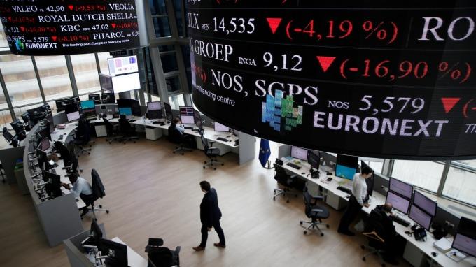週一歐股一度觸及22個月低點。(圖:AFP)