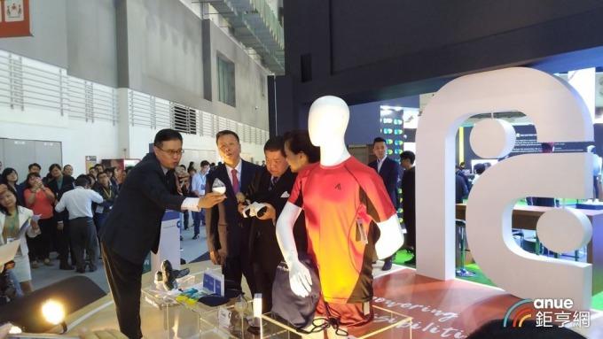遠東新積極推動織物回收再生技術。(鉅亨網記者彭昱文攝)