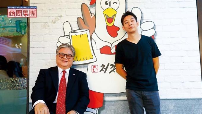 好味食飲公司聯合創辦人洪紹凱(右)、福壽實業董事長洪堯昆(左)。(攝影者.楊文財)