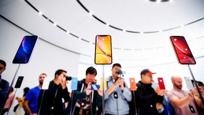 iPhone XR預購需求優於iPhone 8系列。(圖:AFP)