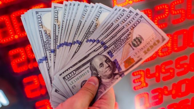 美元升勢水漲船高。(圖:AFP)