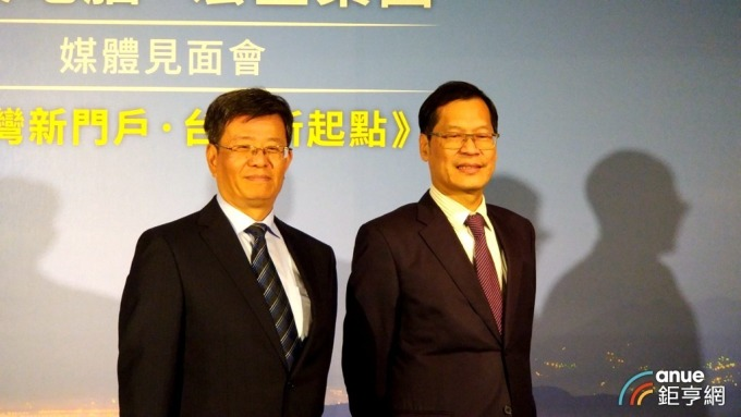 右為藍天暨宏匯董事長許崑泰。(鉅亨網資料照)