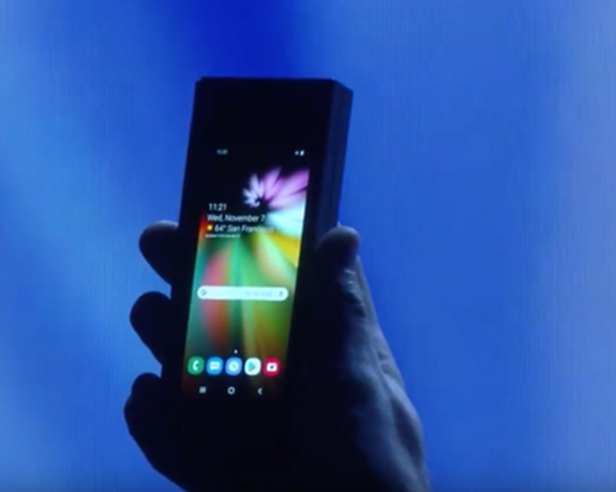 合起來的螢幕和一般手機一樣大      (圖:三星電子)