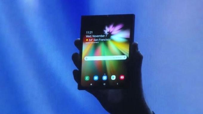三星宣布推出7.3吋可折疊螢幕 明年開始量產手機      (圖:AFP)