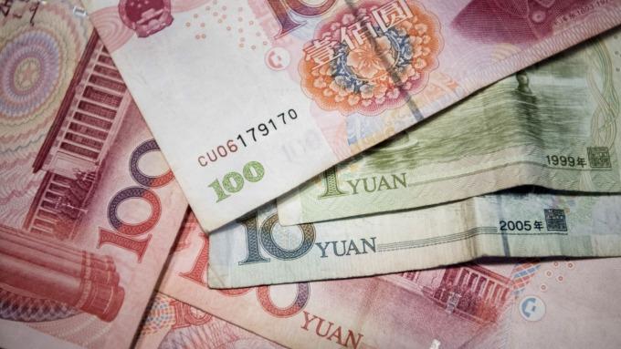 人民幣中間價報6.9329下調166點(圖:AFP)