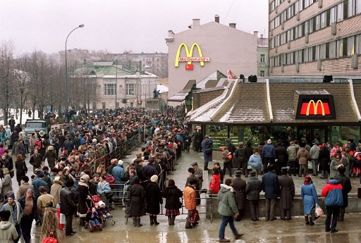 麦当劳于苏联时期开第一间分店时的排队热潮