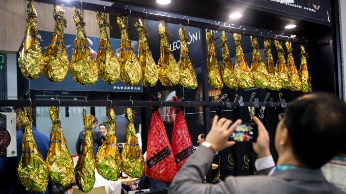 有中國肉商拿火腿支付利息(圖:AFP)