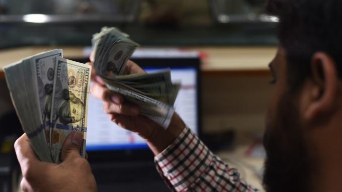 美元指數直逼16個月高點。(圖:AFP)