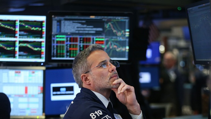 圖:AFP  美國股市週五中場下跌