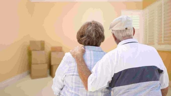 以房養老用房子換退休金 ,但出手申辦前要留意這兩大風險變數。(圖:AFP)