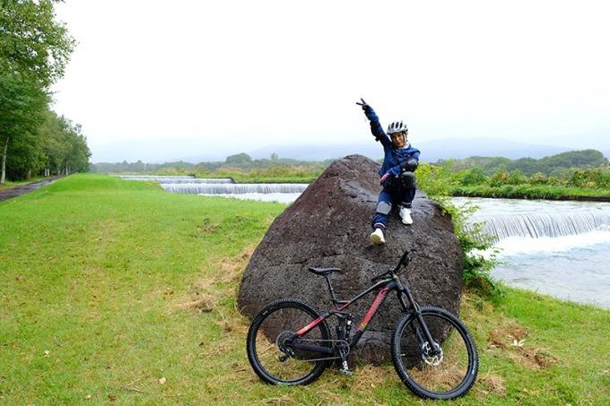 在自行車之旅的途中享受高原的微風。