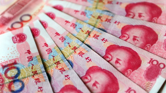 人民幣中間價報6.9629下調153點(圖:AFP)