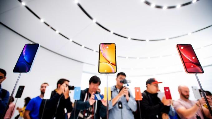 iPhone需求下滑。(圖:AFP)