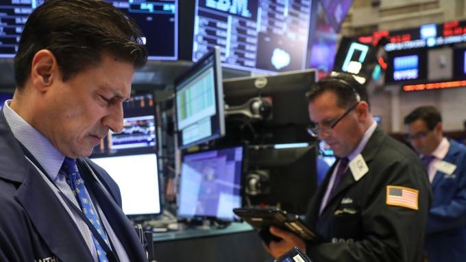 圖:AFP  美國股市週四中場漲跌互見