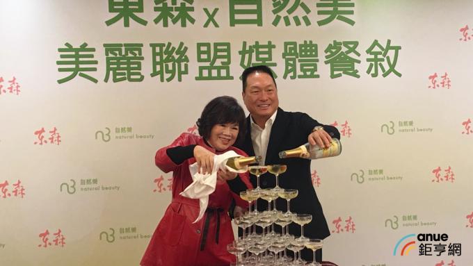 東森集團總裁王令麟(右)宣布入主自然美。(鉅亨網記者王莞甯攝)