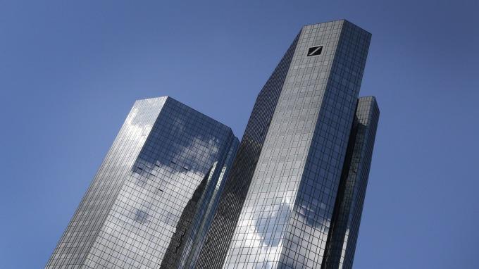 德銀股價大跌。(圖:AFP)