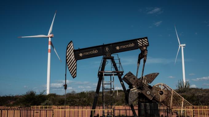 原油跌盤中超7%創新低。(圖:AFP)