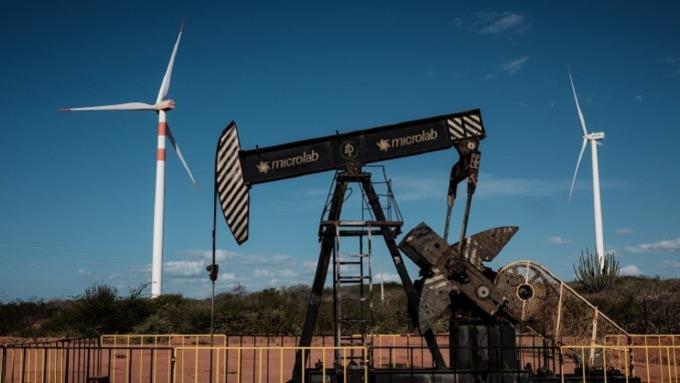 油價近2個月內急跌進入熊市。(圖:AFP)