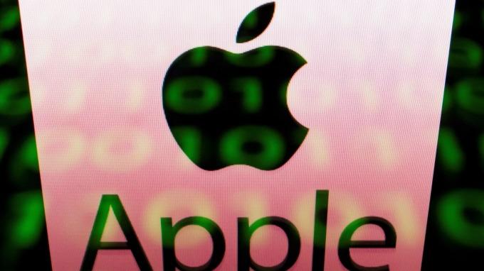 圖:AFP  川普將對進口iPhone課徵關稅