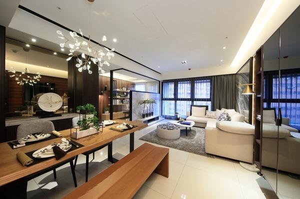 客廳側的光線與能量,亦能傳送至餐廳。