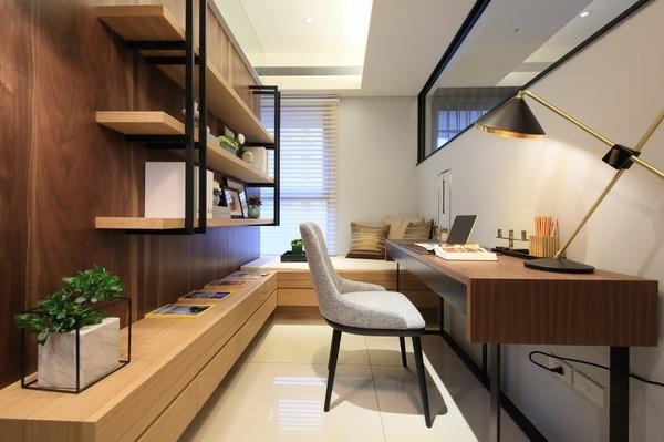 被「木」環繞的書房,自然又舒適。