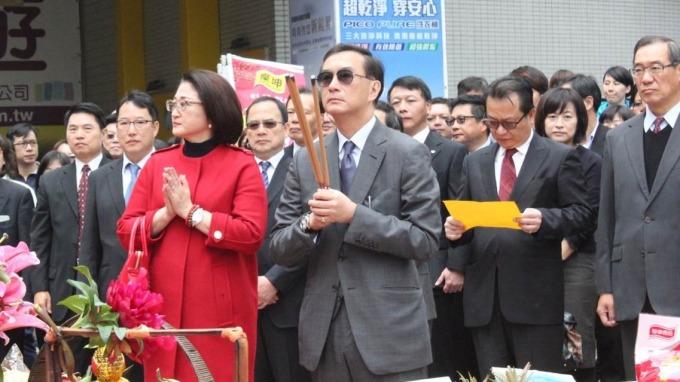 裕隆集團董事長兼執行長嚴凱泰病逝,將由其妻嚴陳莉蓮(左)接任執行長。(圖:裕隆提供)