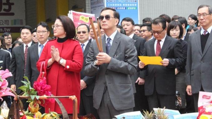 嚴凱泰病逝,並由其遺孀嚴陳莉蓮(左)接任裕隆集團執行長一職。(圖:裕隆提供)