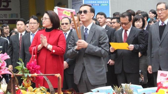 裕隆集團已故董事長嚴凱泰與遺孀嚴陳莉蓮。(圖:裕隆提供)