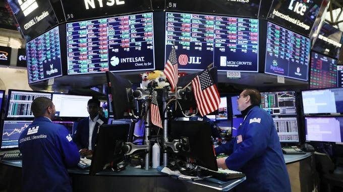 全球股市劇烈震盪,投信認為高息股兩大特質力抗大盤震盪。(圖:AFP)