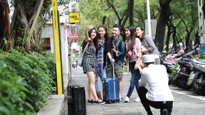 跟拍管家將陪同晶華房客暢遊台北市各大觀光勝地及私房拍照熱點。(圖:晶華提供)