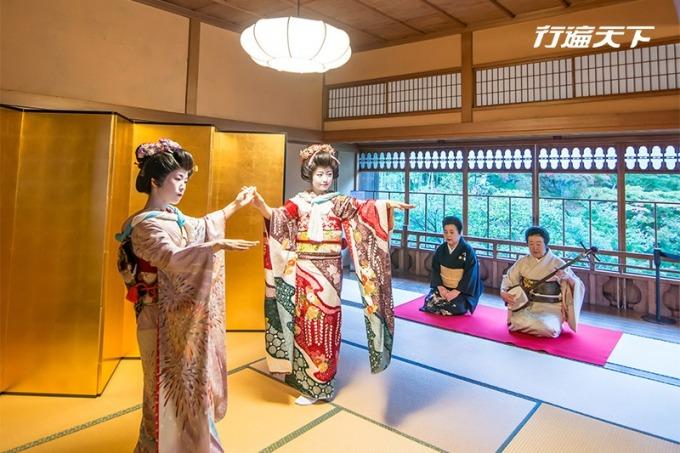 在舊齋藤家別邸一感江戶時代町屋的典雅,也能回味花街茶屋的藝伎絕代風華。