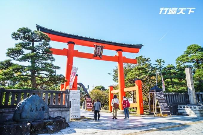 在白山神社一旁的白山公園,是賞櫻看楓的名所。