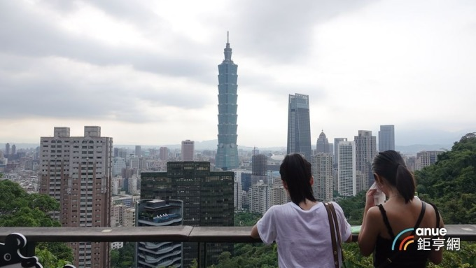 台北市信義區A級辦公室月租金排名全球第45名。(鉅亨網記者張欽發攝)