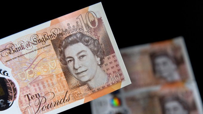 本周一,英鎊兌美元跌至了五周以來最低水平。(圖:AFP)