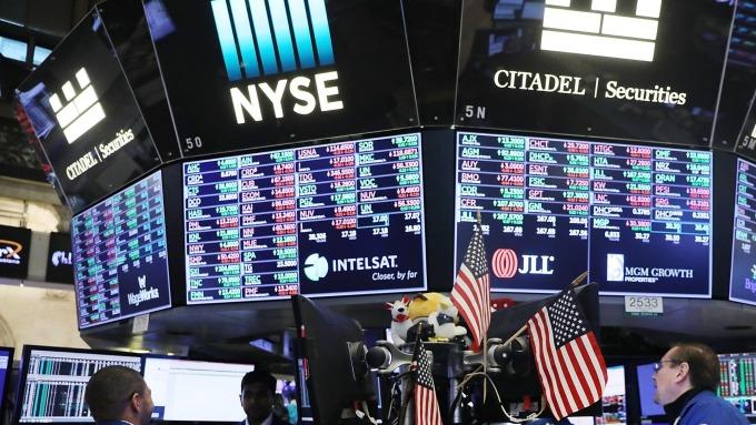 圖:AFP  美國股市週四中場大幅下挫