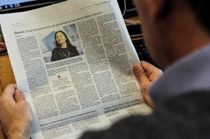 华为首席财务长孟晚舟被捕消息攻占各大媒体版面。(图:AFP)