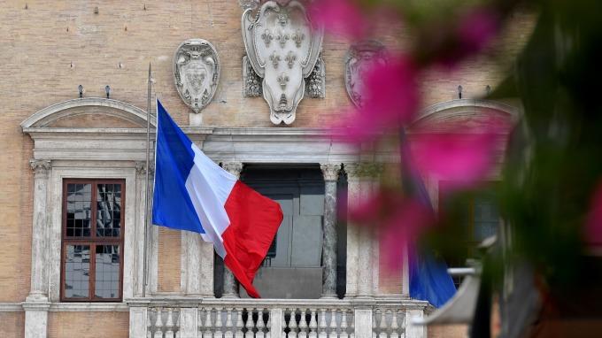「黃背心」騷亂不止,法國本周六將出動8.9萬軍隊。(圖:AFP)